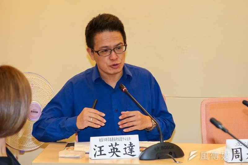 桃園市群眾服務協會庇護中心主任汪英達,14日出席搶救行別盲司法記者會,列舉所協助移工遭性騷案。(顏麟宇攝)