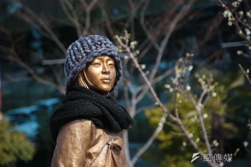 韓國晉州市和平少女像。(顏麟宇攝)