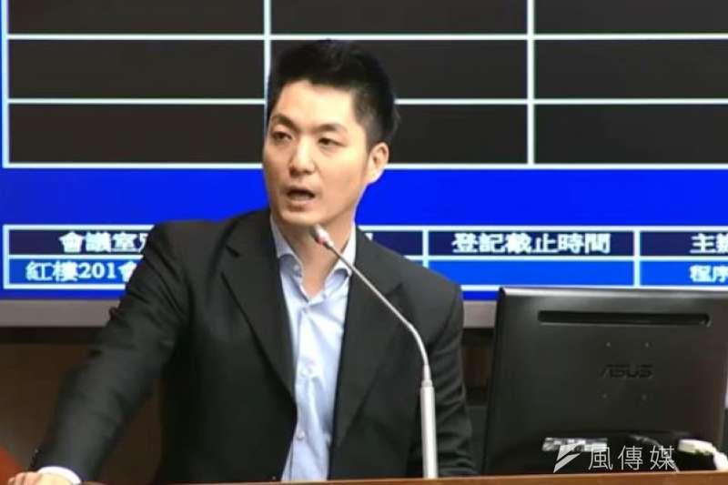 國民黨立委蔣萬安在立院衛環委員會,針對勞基法發言。(資料照片,取自立院直播)
