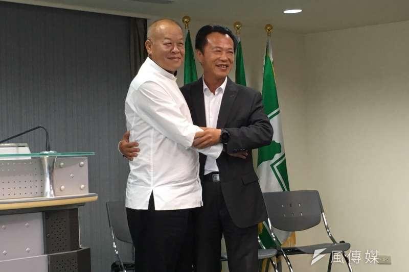 20180321-嘉義縣長參選人翁章梁(右)及議長張明達(左)召開記者會合影。(顏麟宇攝)