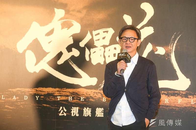 由台大醫院退休醫師陳耀昌寫就的歷史小說《傀儡花》,《一把青》導演曹瑞原將率領金鐘、金馬團隊耗時2年製作。(陳明仁攝)