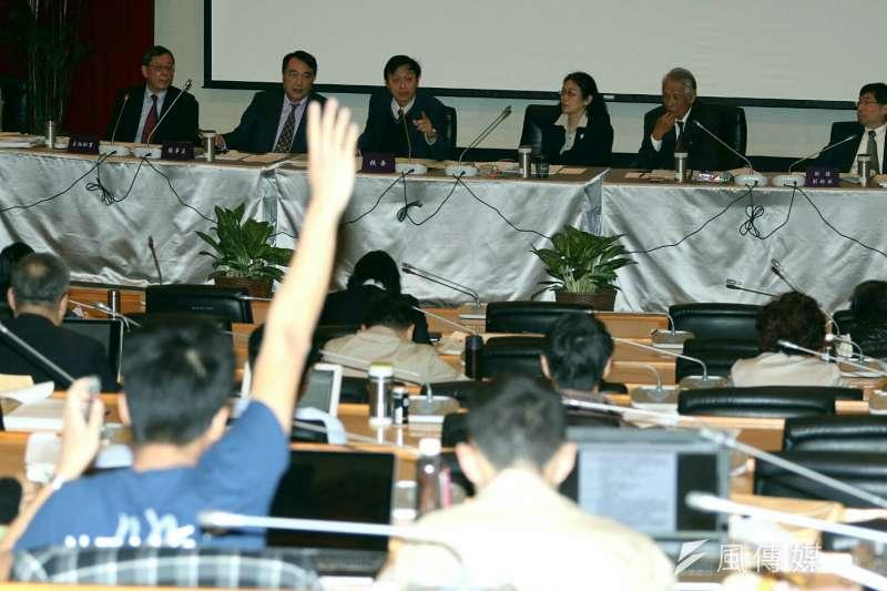 2018年3月24日,台大舉行臨時校務會議,討論校長當選人管中閔相關爭議。(蘇仲泓攝)