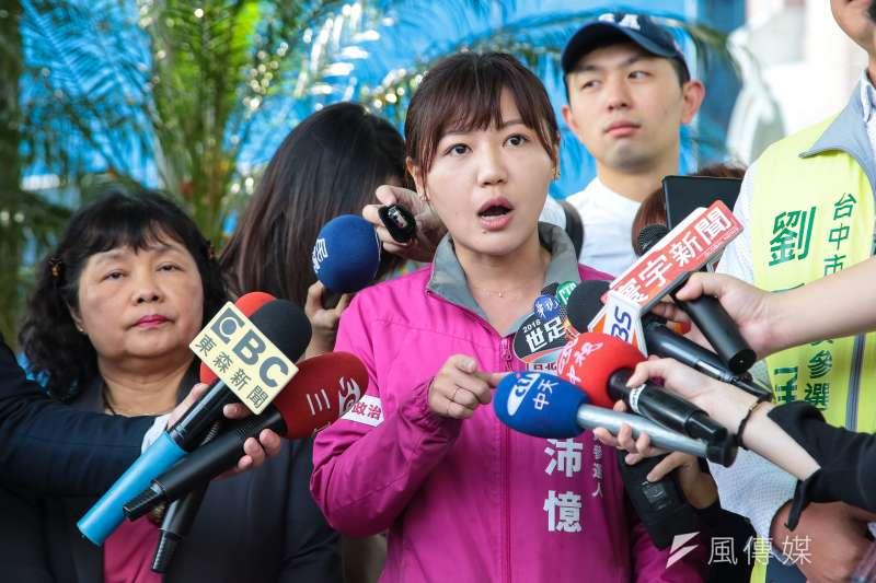 20180326-民進黨台北市議員參選人吳沛憶26日針對立委盧秀燕政治現金流向不明向監察院提出陳情。(顏麟宇攝)