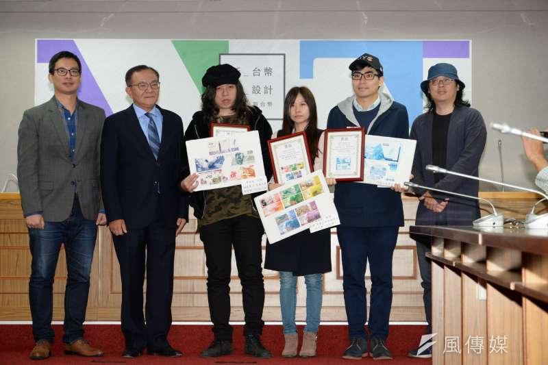 20180327-新新台幣設計大賽頒獎典禮,立委高志鵬與各得獎者合影。(甘岱民攝)