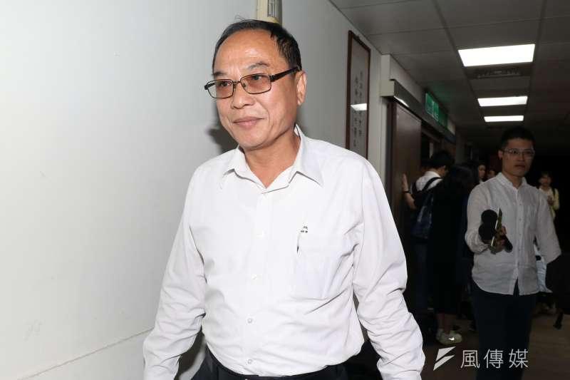 台北農產公司下午召開董事會,圖為預計將提出臨時動議撤換總經理的常務董事張永成。(蘇仲泓攝)