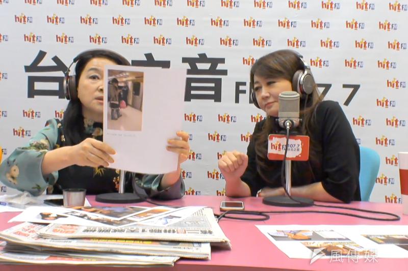 主持人周玉蔻(左)拿出一張「野生柯文哲照片」,質疑是否是人為刻意安排,簡余晏(右)隨後坦承,「確實會有一些網路幕僚」。(取自蔻蔻早餐)