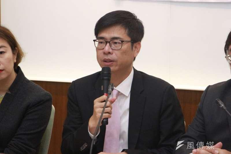 台灣競爭力論壇今(21)日公布高雄市長選情民調,民進黨參選人陳其邁支持度33.6%,以2.6%些微差距小勝國民黨參選人韓國瑜的31%。(資料照,陳韡誌攝)