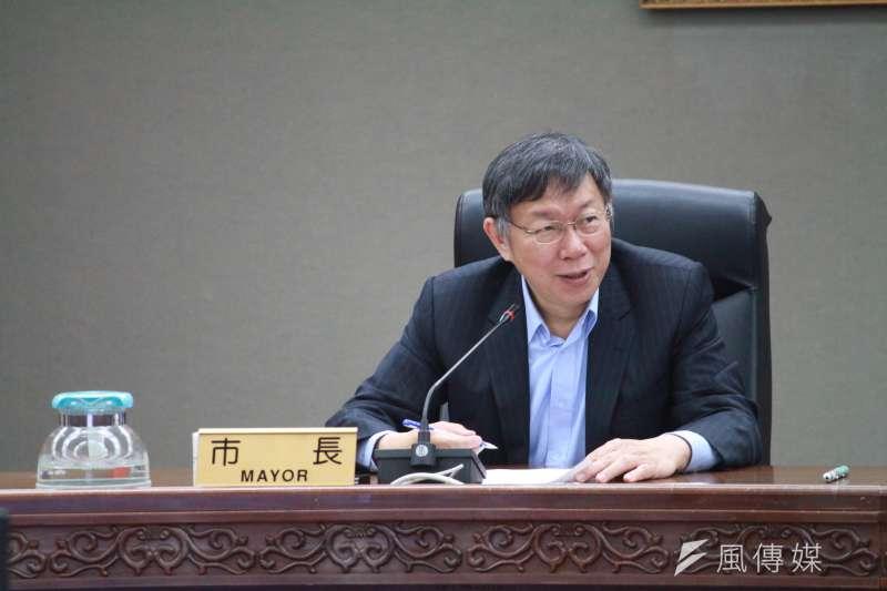 台北市長柯文哲今(25日)早出席交通會報,並為「鄰里交通環境改善計畫」執行完整度達100%的里長舉行頒獎典禮。(資料照,方炳超攝)