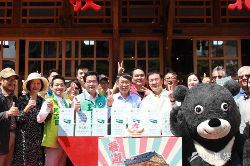 台北市長柯文哲31日上午前往新北投車站,出席車站歸鄉滿周歲活動。(方炳超攝)