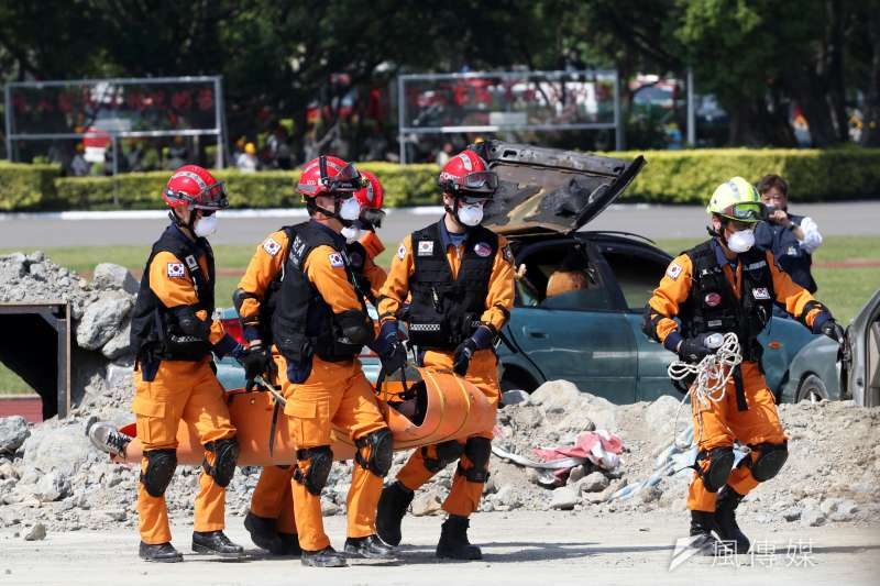 20180331-來自韓國的搜救隊伍協助進行救災。(蘇仲泓攝)