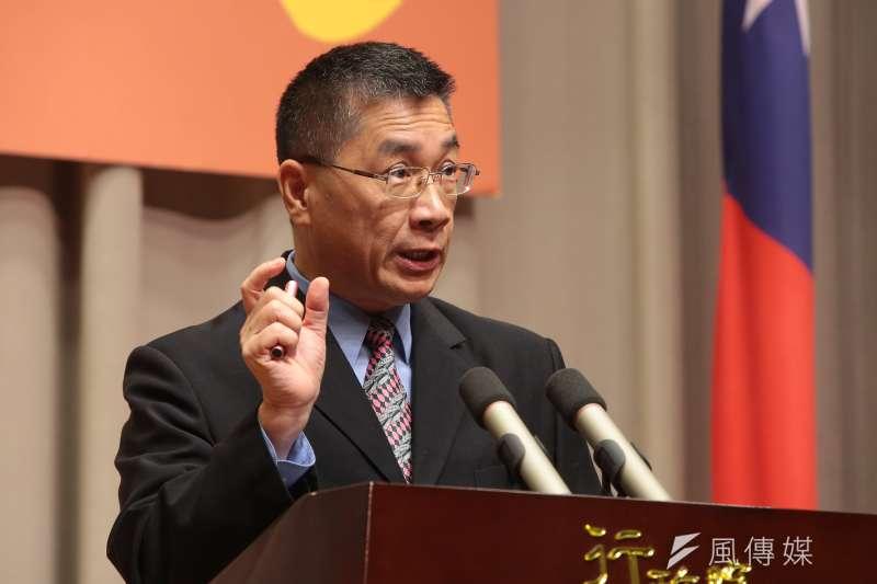 行政院發言人徐國勇17日召開記者會,表示台灣股市上萬點已經接近一年,顯示經濟相當好。(資料照,顏麟宇攝)