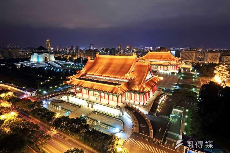 國家表演藝術中心「三館一團」編制正式到位。圖為國家音樂廳、國家戲劇院。(資料照,Louis Lin@Flickr/CC BY-SA2.0)