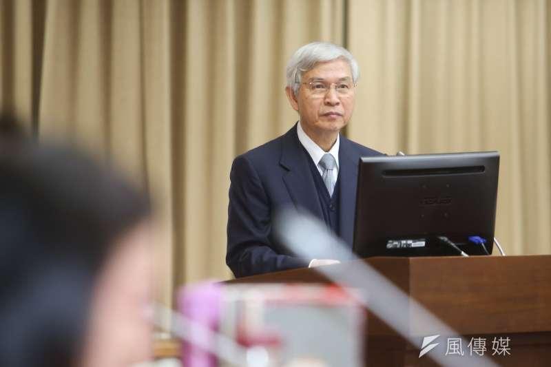 20180402-中央銀行總裁楊金龍,在立法院財政委員會,就「20年來(1998年-2017年)我國經濟成長率、通貨膨脹率及人均GDP與新加坡、韓國及香港之比較」進行專題報告並備質詢。(陳明仁攝)