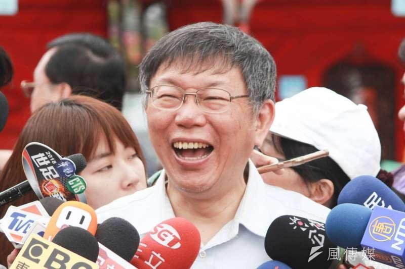 台北市長柯文哲4日前往陽明山,參加海芋季活動,並接受聯訪。(方炳超攝)