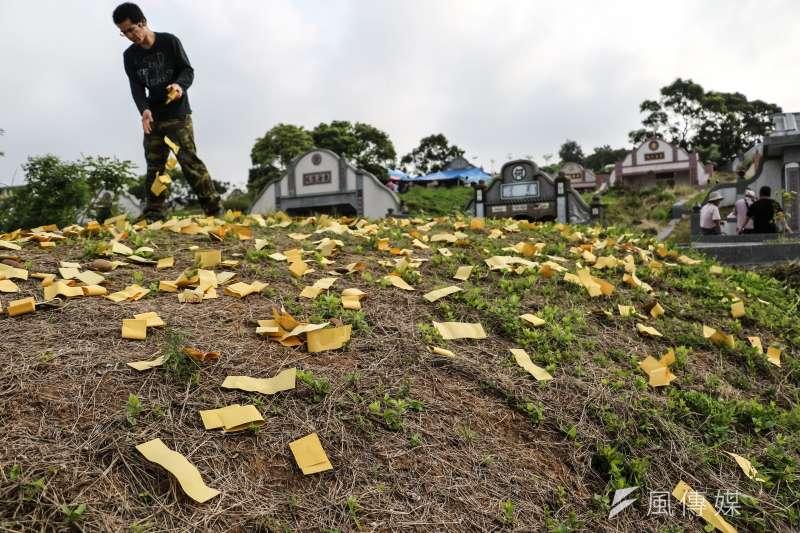 內政部今(5)日發表聲明,譴責殯葬業者廣告「清明節要消失了嗎?」扭曲環保自然葬。(示意圖,甘岱民攝)