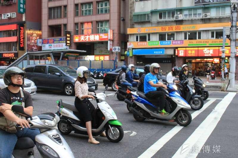 交通部公路總局8日宣布,5月3日起民眾持汽車駕照申請報考機車駕照仍應筆試,以維護行車安全。示意圖。(資料照,方炳超攝)