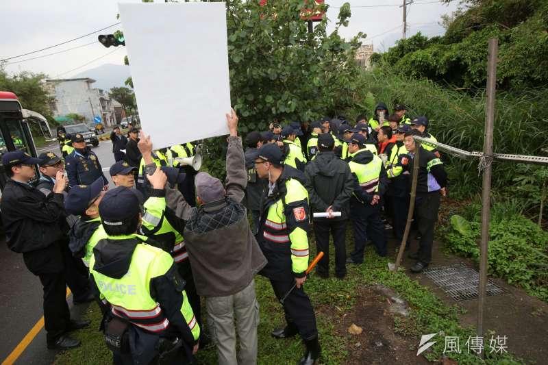 20180407-總統蔡英文參加鄭南榕紀念日,大觀反迫遷居民前往抗議在山下被攔。(顏麟宇攝)