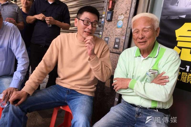 民進黨新潮流系市議員梁文傑(左)在初選中,因曾在臉書以「先皇手諭」,形容陳水扁前總統挺兒子陳致中的親筆信,遭到深綠攻擊。(資料照,顏振凱攝)