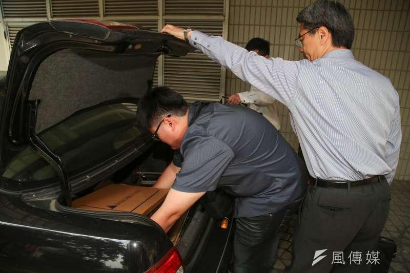 20180410-台北地檢署10日針對國民黨黨產相關資料,搜索眾達法律事務所。(顏麟宇攝)