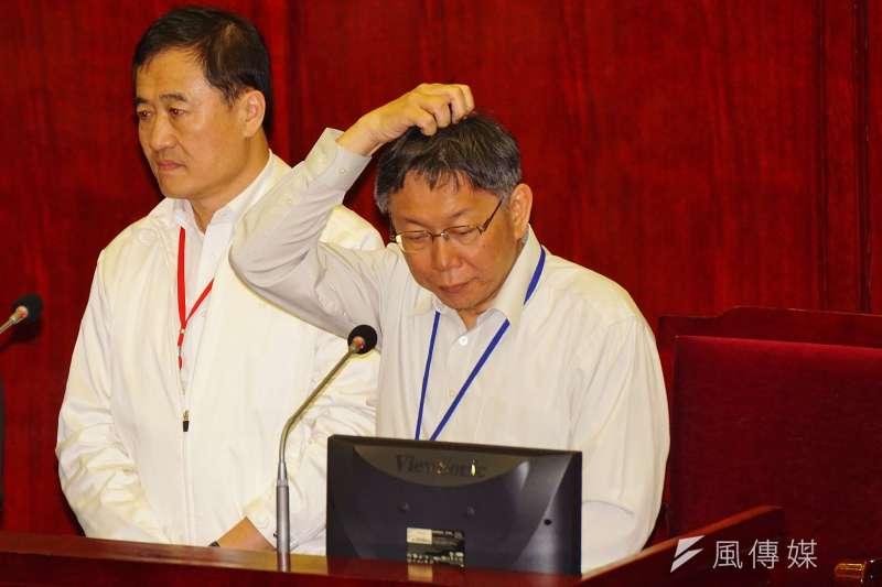 台北市長柯文哲到市議會備詢。(盧逸峰攝)