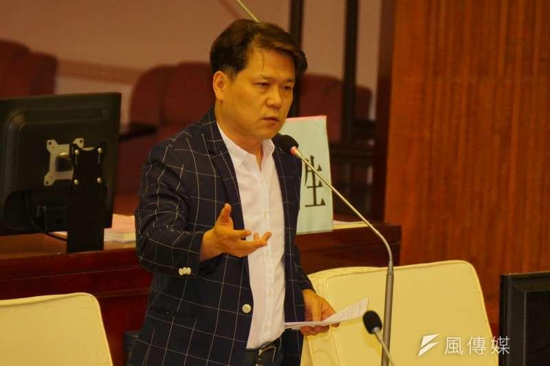 20180410-市議員陳彥伯質詢。(盧逸峰攝)
