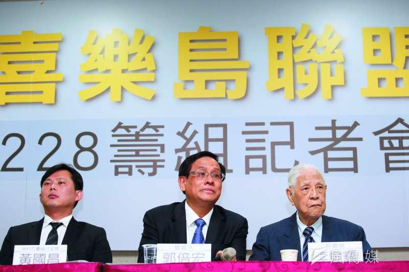 郭倍宏(中)成立喜樂島聯盟,李登輝(右)、黃國昌(左)都到場力挺。(郭晉瑋攝)