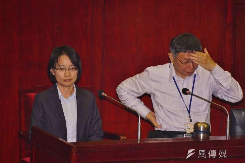 北農總經理吳音寧與台北市長柯文哲同台備詢,柯文哲略顯無奈。(盧逸峰攝)