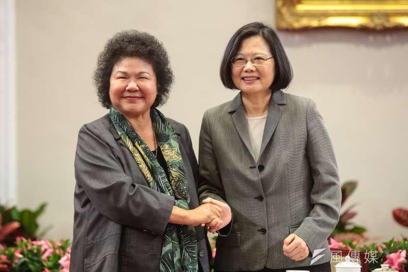 新任總統府秘書長陳菊(左)預計本周五赴立法院拜會黨團成員。(資料照,顏麟宇攝)