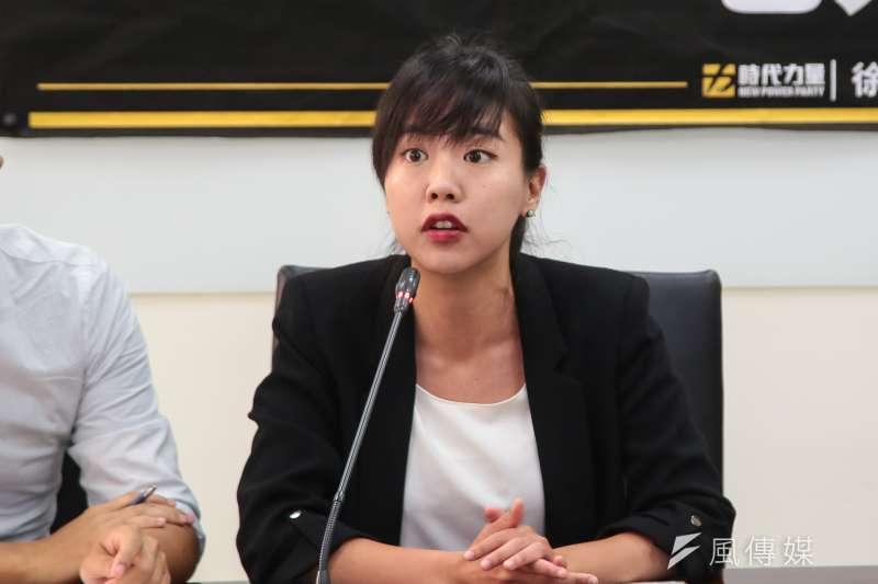 時代力量南屯區主任吳佩芸(見圖)在臉書分享長者對於接種疫苗疑慮。(資料照,顏麟宇攝)