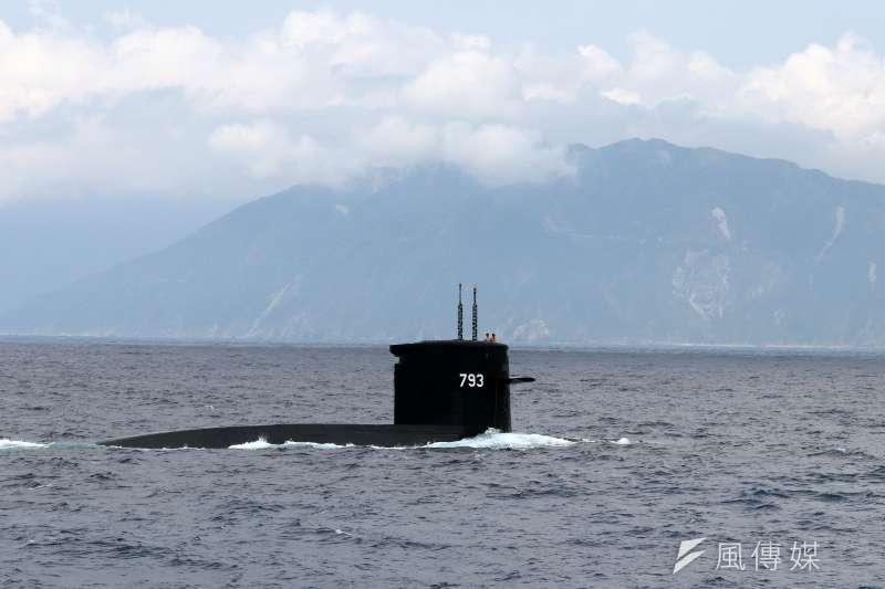 作者認為,國防部過分高估襲擾中共海上石油運輸線及破壞戰略儲油設施的效果。圖為劍龍級海龍潛艦。(資料照,蘇仲泓攝)