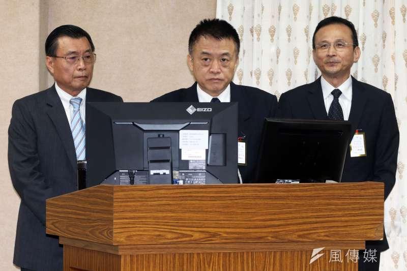 立法院外交國防委員會,(左起)是國安局長彭勝竹、作戰計畫參謀次長姜振中、情報參謀次長陳國華備詢。(蘇仲泓攝)