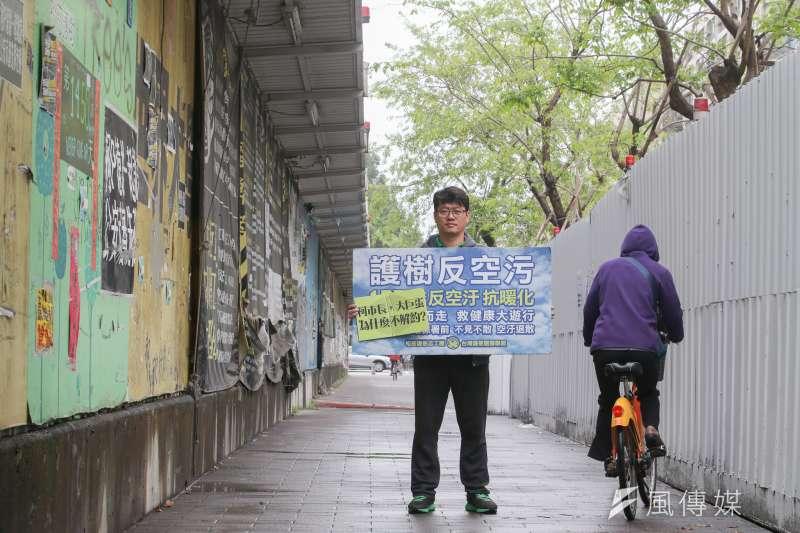 松菸公園催生聯盟召集人游藝,護樹已持續近1500多天。(陳明仁攝)