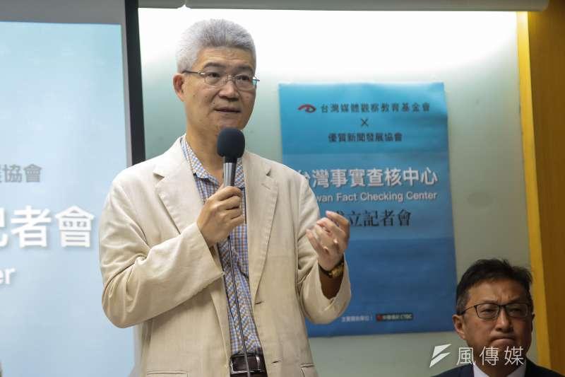 優質新聞發展協會理事長胡元輝今(19)日出席台灣事實查核中心成立記者會,並表示,假新聞已構成對民主社會的威脅,台灣社會必須正視。(顏麟宇攝)