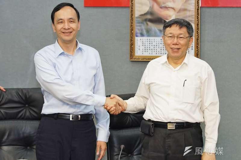 新北市長朱立倫(左)表示,感謝台北市長柯文哲(右)對環狀線的重視,「更希望中央不要再忽略雙北市民的權益,儘快核定二期路網」。(資料照,盧逸峰攝)