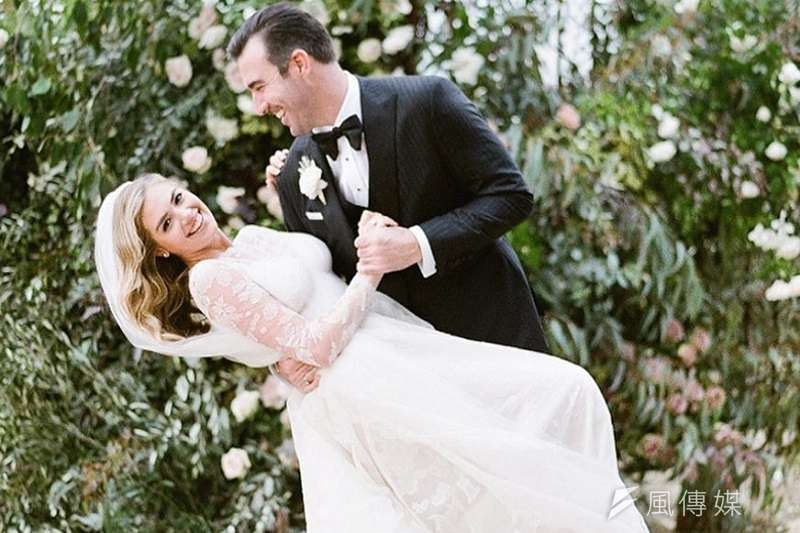 圖韋蘭德與凱特厄普頓的婚紗照,今日兩人也喜獲女兒。 (截圖自凱特厄普頓Instagram)