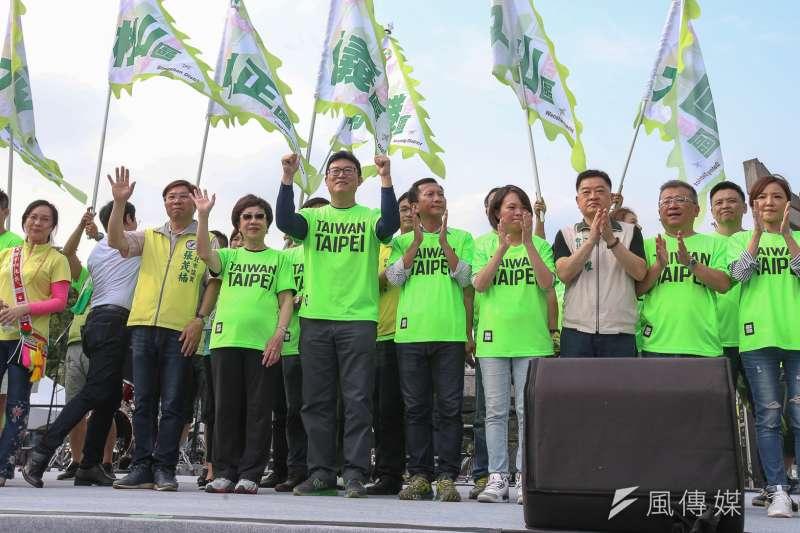 立法委員姚文智22日發起機蛋大遊行,同黨議員、立委跨派系出席。(陳明仁攝)