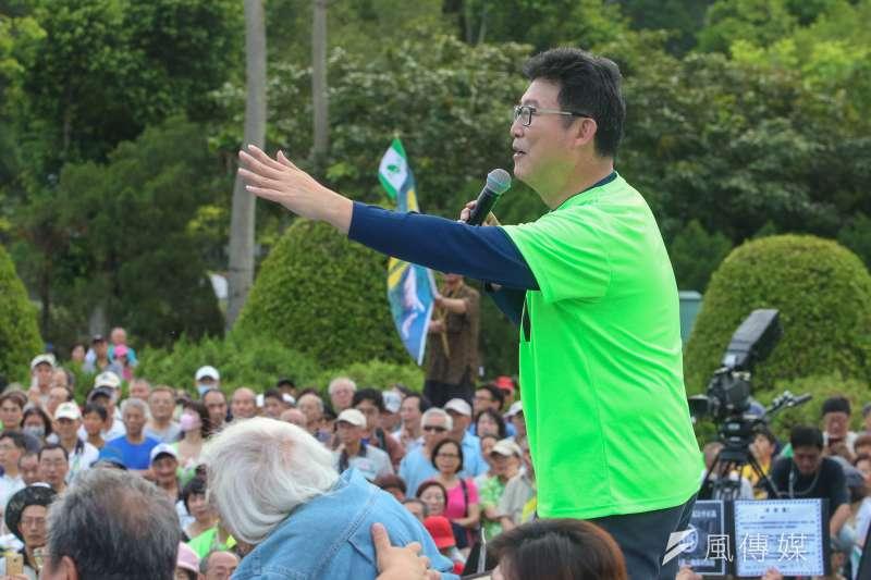 姚文智22日發起機蛋大遊行,登台演說痛批柯文哲沒有價值,宣布自己要當22年前的陳水扁以來,最好的台北市長。(陳明仁攝)