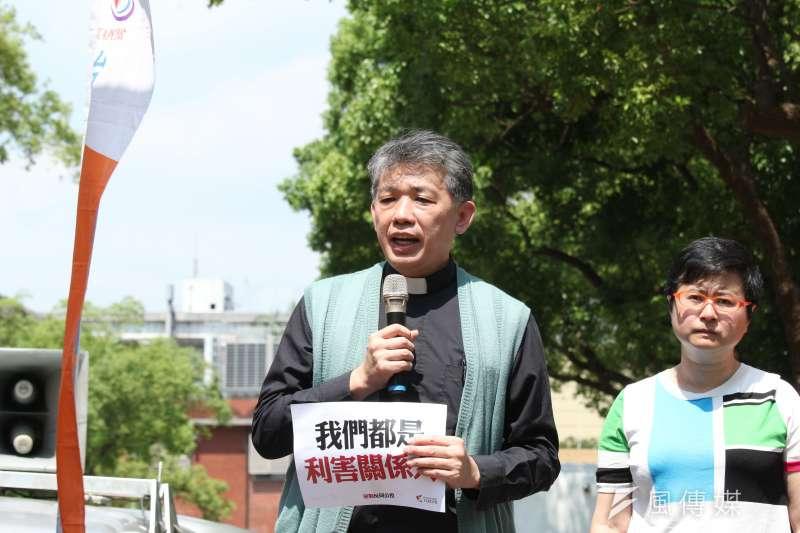 20180423-台灣伴侶權益推動聯盟舉辦「迎戰反同公投-我們都是利害關係人」記者會,古亭基督長老教會主任牧師陳思豪出席。(陳韡誌攝)
