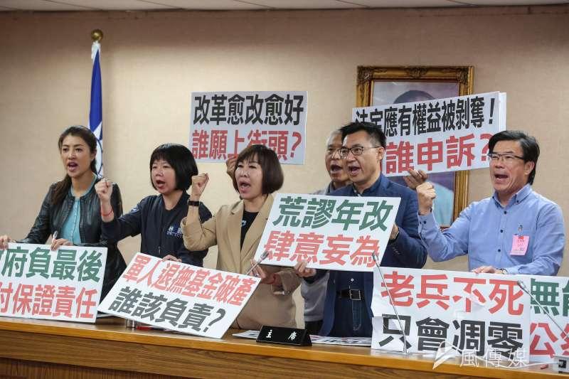 國民黨立委江啟臣、呂玉玲等25日於軍改公聽會後召開記者會。(顏麟宇攝)