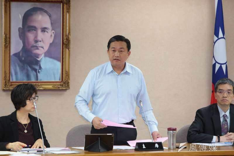 民進黨立委王定宇(中)表示,如最後仍決定「禮讓」,他將辭去中執委一職。(資料照,顏麟宇攝)