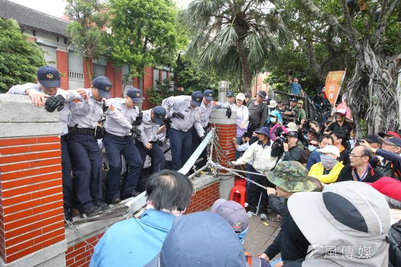 軍人年改將於9日進行逐條審查,八百壯士預告再次走上街頭,表達捍衛憲法的決心。(資料照,陳明仁攝)