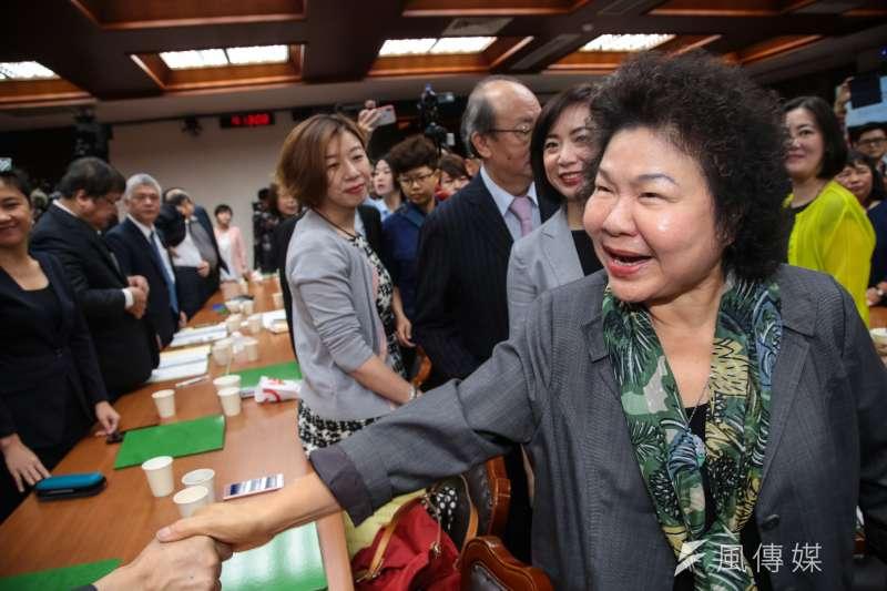 20180427-總統府秘書長陳菊27日拜會民進黨立院黨團,並與黨籍立委一一握手。(顏麟宇攝)