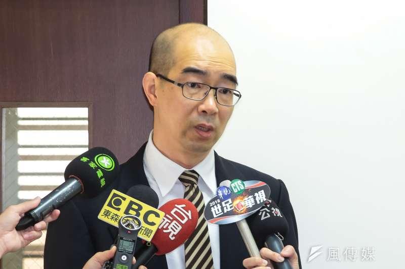 20180427-嘉基工會理事長趙麟宇27日於醫改會記者會後,接受媒體聯訪。(顏麟宇攝)