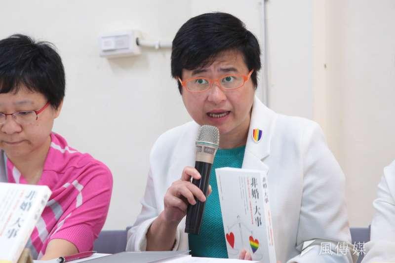 20180428-台灣伴侶權益推動聯盟(伴侶盟)秘書長許秀雯28日召開「非婚‧大事」新書發表記者會。(顏麟宇攝)