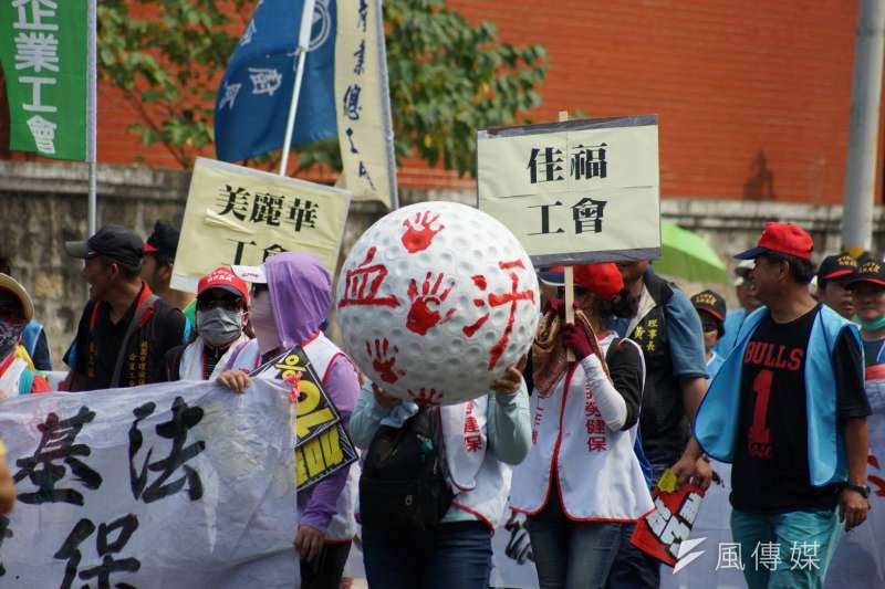 五一勞工大遊行以「反過勞、拚公投、要加薪、爭勞權」四大訴求做號召。(盧逸峰攝)