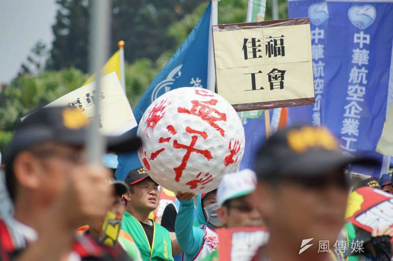五一勞工大遊行,民眾於凱道集結。(盧逸峰攝)
