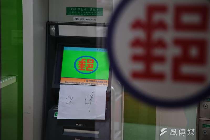 經濟部公布了可在ATM領回2000元現金的方法,只要學會4個步驟,2000元馬上入袋。(資料照,顏麟宇攝)