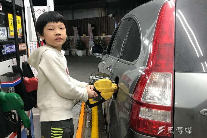 中油宣布油價凍漲到年底。(資料照片,呂紹煒攝)