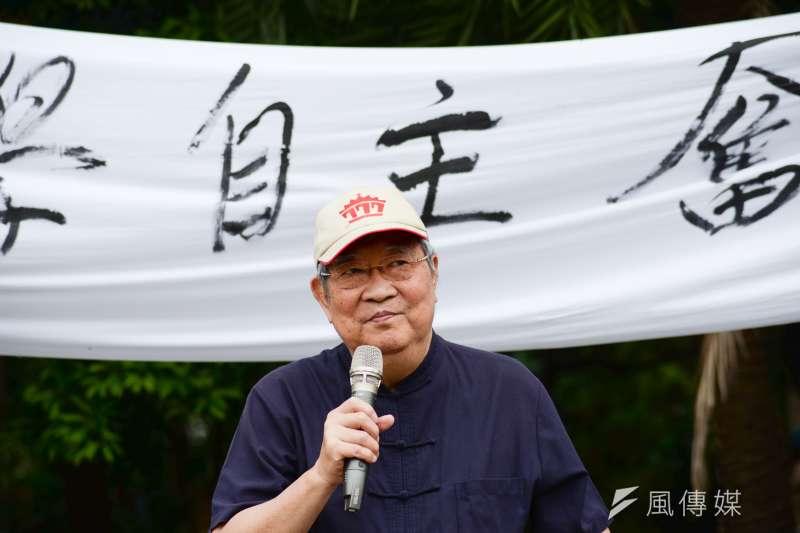 台大前哲學系教授王曉波於今(30)日凌晨在家中辭世,享年77歲。(資料照,甘岱民攝)