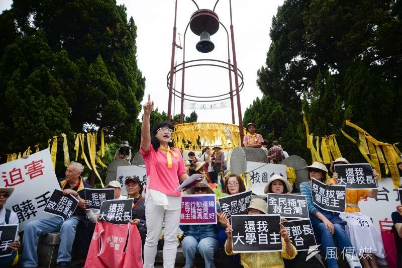 20180504-前總統馬英九參加台大「新五四運動」,下午抵達台大傅鐘,接受媒體採訪。(甘岱民攝)